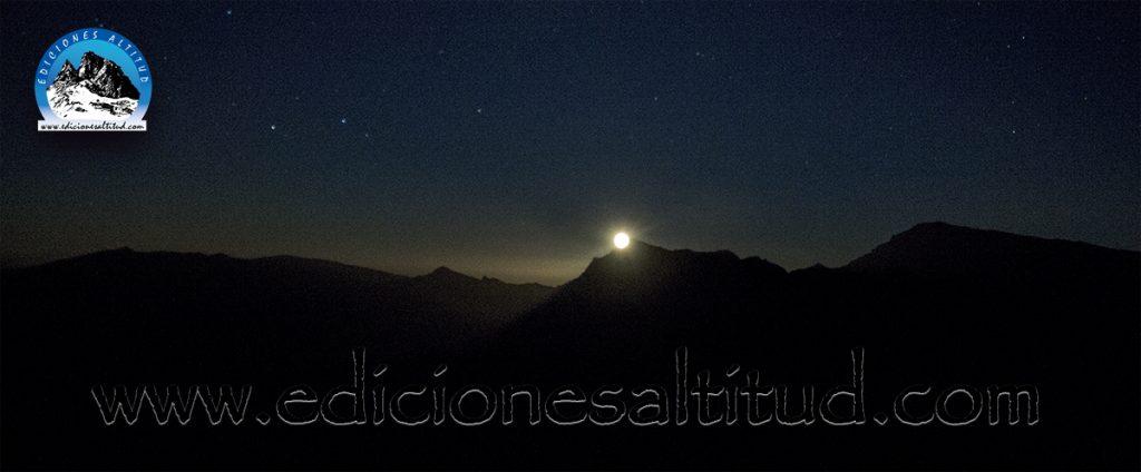 Saliendo la Luna tras la Alcazaba - Espacio Natural de Sierra Nevada -